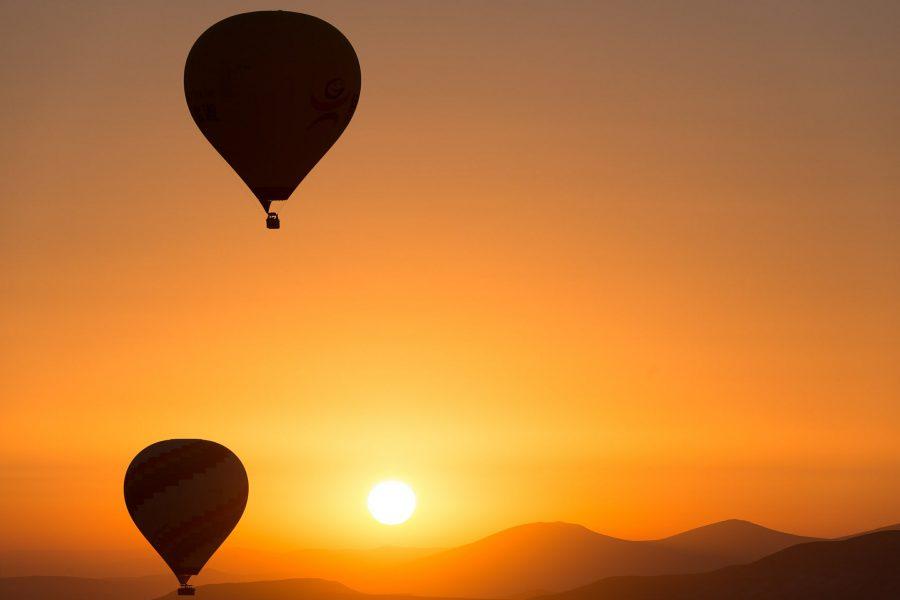 hot-air-ballooning-436440_1920