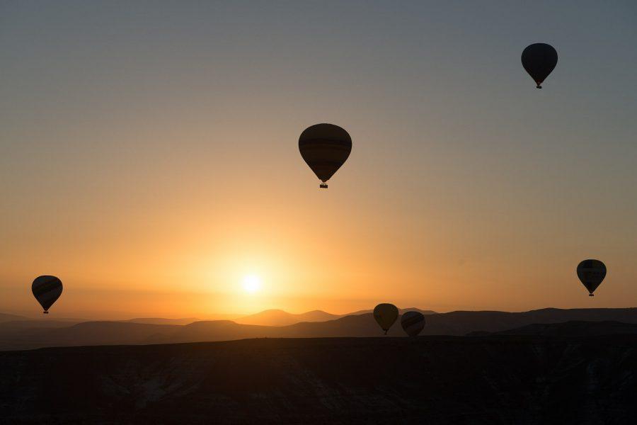 hot-air-ballooning-436445_1920